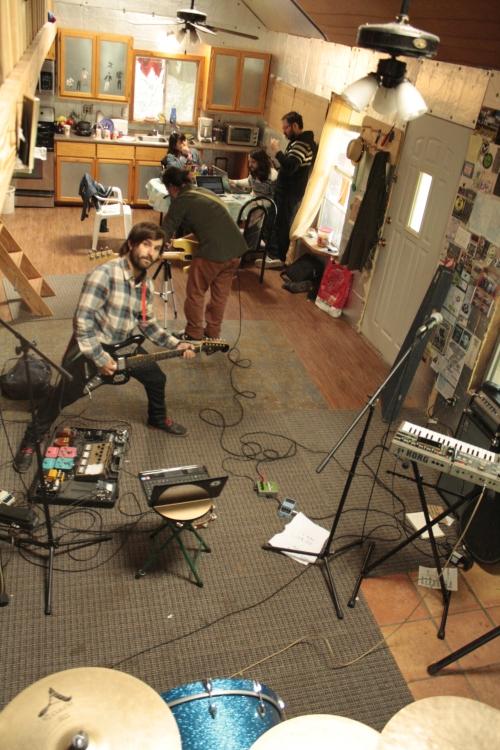 Las bandas trabajando
